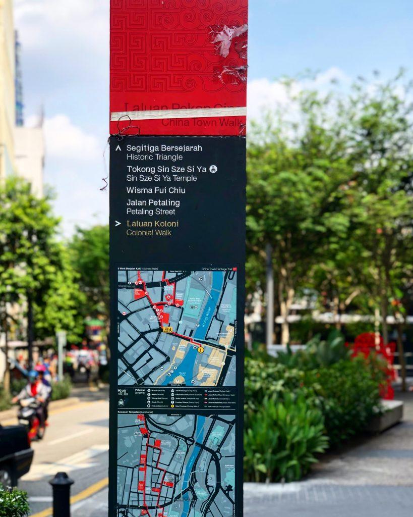 TfL Legible London 样式的旅游导向。