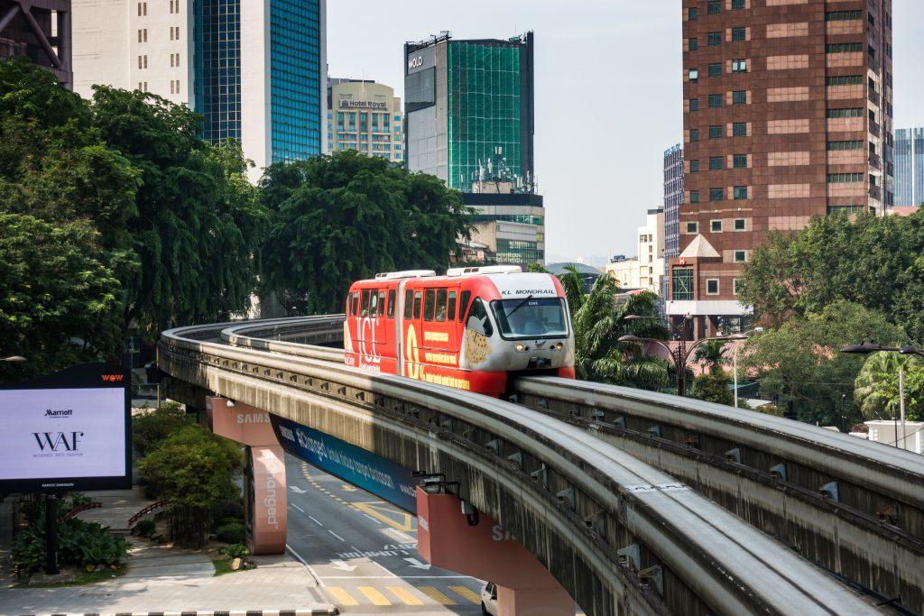 单轨列车行进在吉隆坡市中心