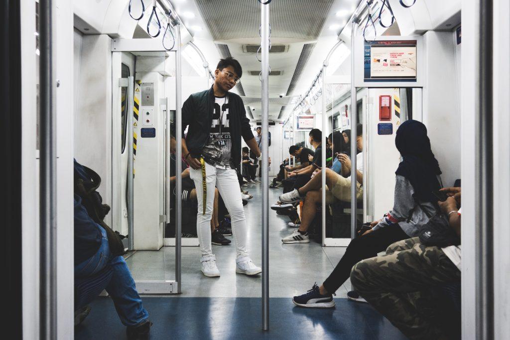 车内环境,典型的中国地铁列车设计。