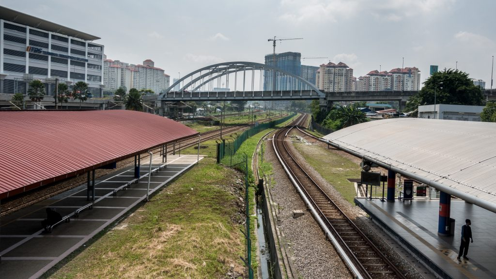 Bandar Tasik Selatan 配置(左起):巴士总站、机场快线、KTM、rapidKL LRT.