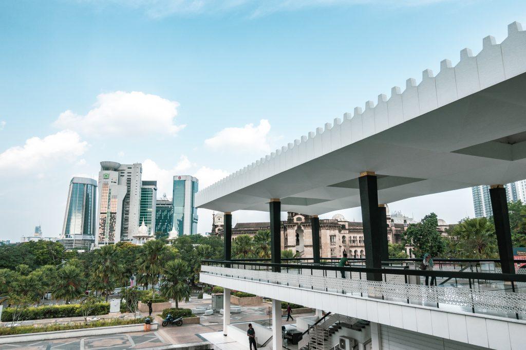 吊脚楼清真寺与吉隆坡市区
