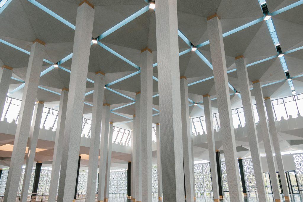 有传统伊斯兰建筑的设计:用于在沙漠遮阴纳凉的平顶柱海